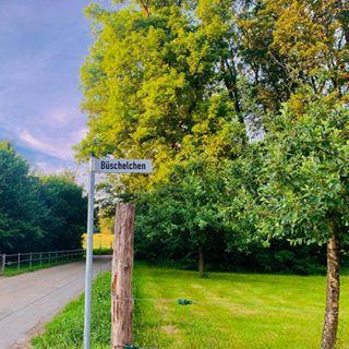 Straßenschild Büschelchen in Nümbrecht-Grötzenberg / Foto: Micha Vorländer